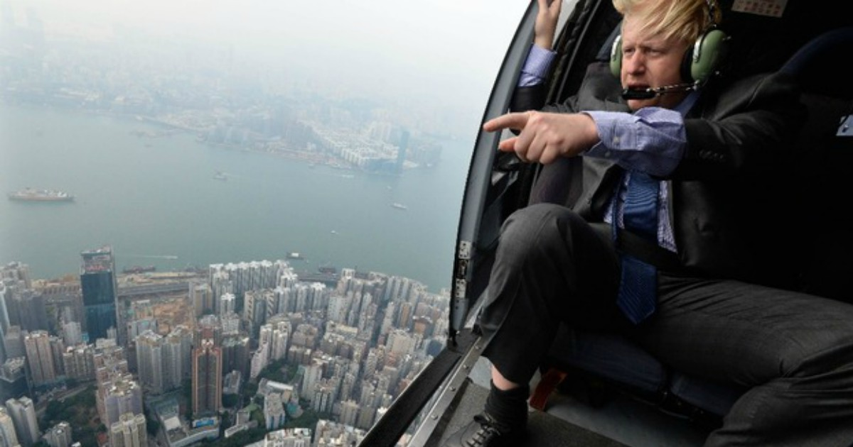 Boris Johnson sorvola Hong Kong